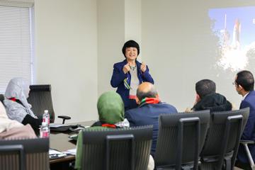 日本の教育研修を目的としてガザ地区の教員が向井特任副学長を訪問01
