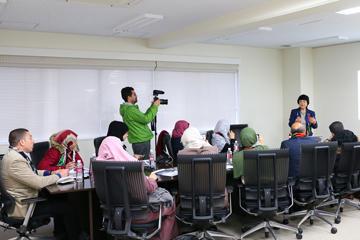日本の教育研修を目的としてガザ地区の教員が向井特任副学長を訪問04