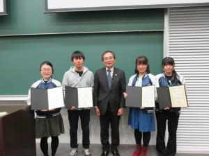 修了証の他に、パラボリックフライト実験における藤嶋賞、ロケットシュミレーションにおける向井賞が授与されました